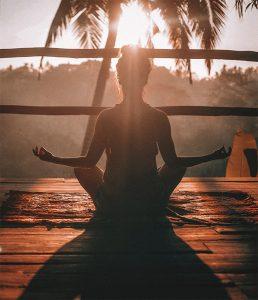 Kineziológia, ThetaHealing, mátrixenergetika, Nlp, autogén tréning, mindfullness, tranzakcióanalízis, sámángyógyítás, reiki, taichi, jóga és hasonlók tanulmányozása kezdődött.